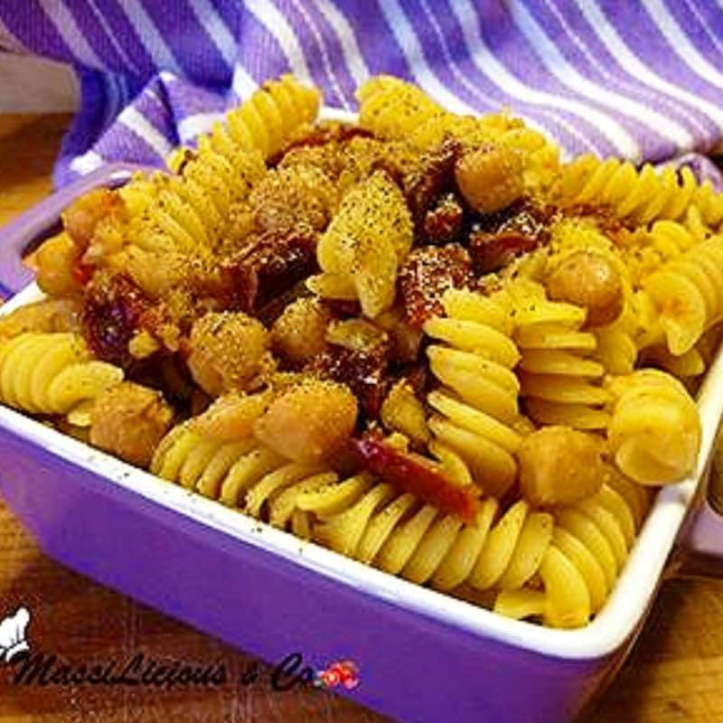 Foto Ricetta Fusilli di mais con ceci e pomodori secchi