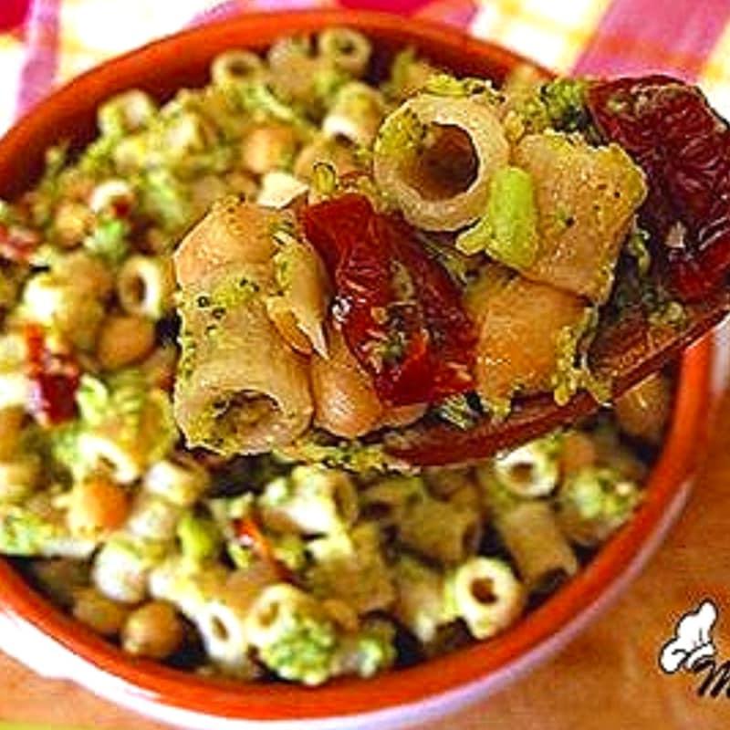 Foto Ricetta Pasta integrale con broccoli, ceci e pomodori secchi