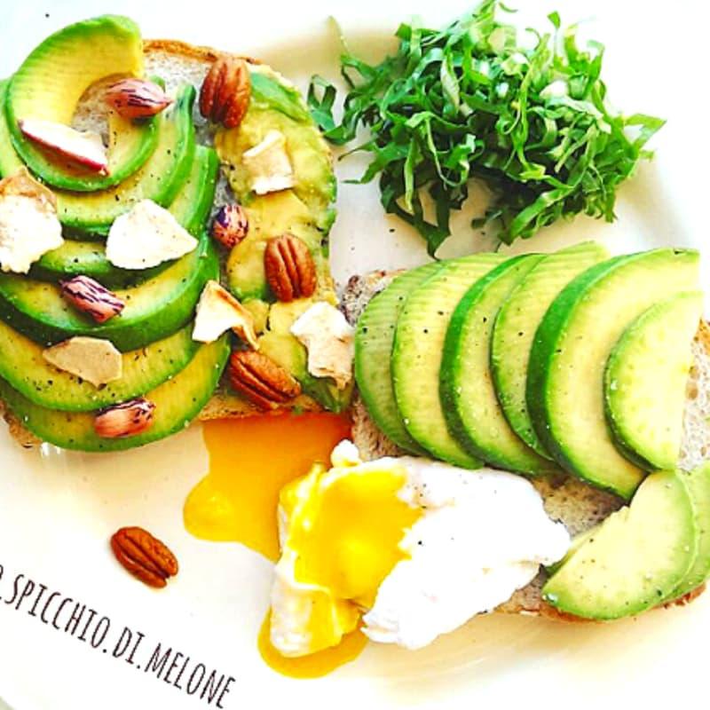 Foto Ricetta Avocado toast selvaggio con uova in camicia