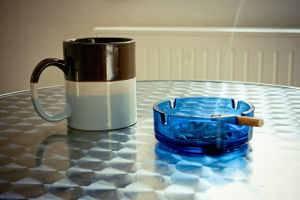 cigarro e café
