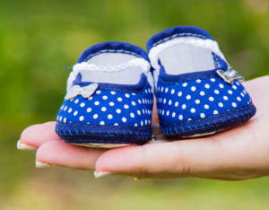 doula é uma assistente de parto, sem necessariamente formação médica, que acompanha a gestante durante o período da gestação até os primeiros meses após o parto, com foco no bem estar da mulher