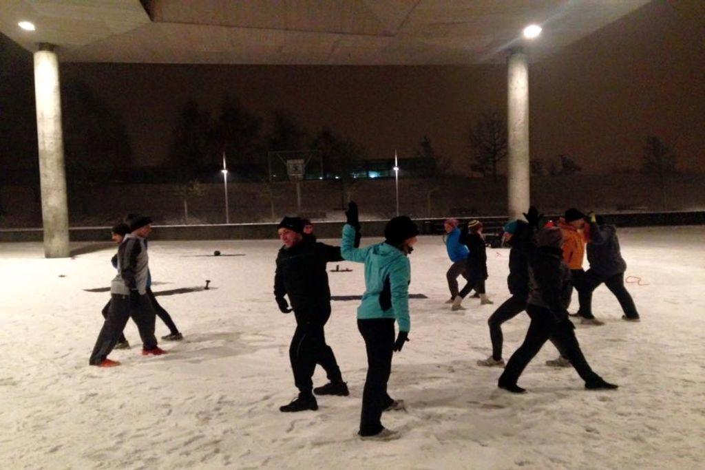 Spass bei dem Outdoor Fitness Training: Auch bei Schnee