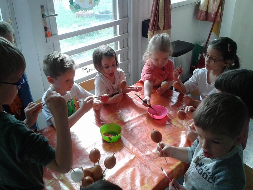 Tojásfestés - Húsvét az Örömhír Óvodában - Örömhír Óvoda Veszprém