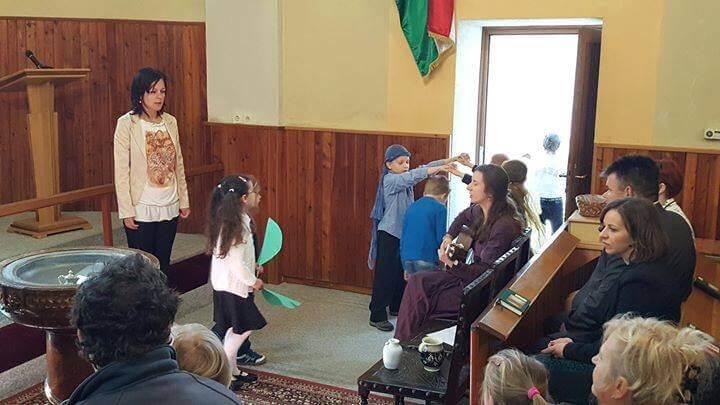 Viragvasarnapi müsor a margarétas gyerekekkel Húsvét az Örömhír Óvodában - Veszprém