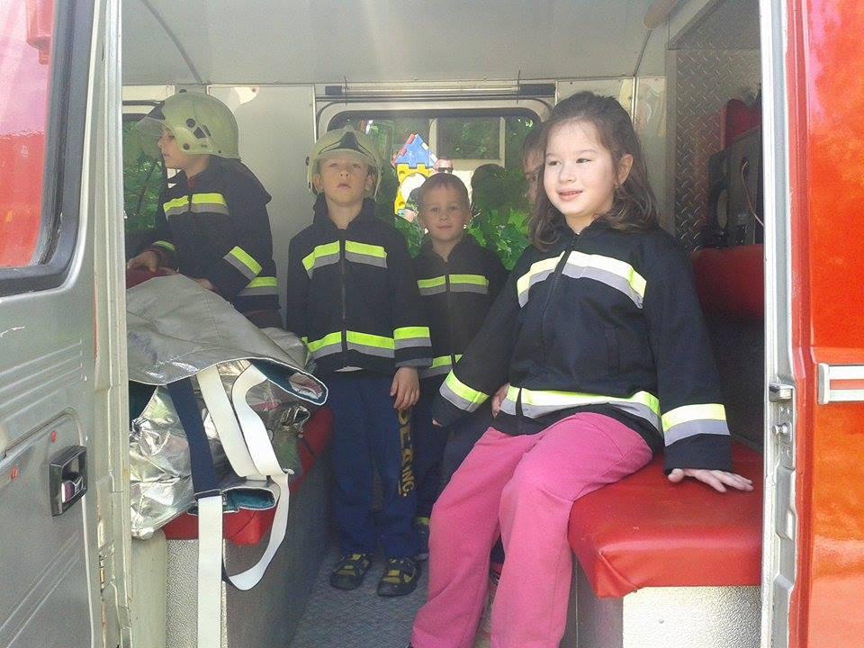 A tűzoltók bemutatót tartottak az óvodánkban 2016. majusban.