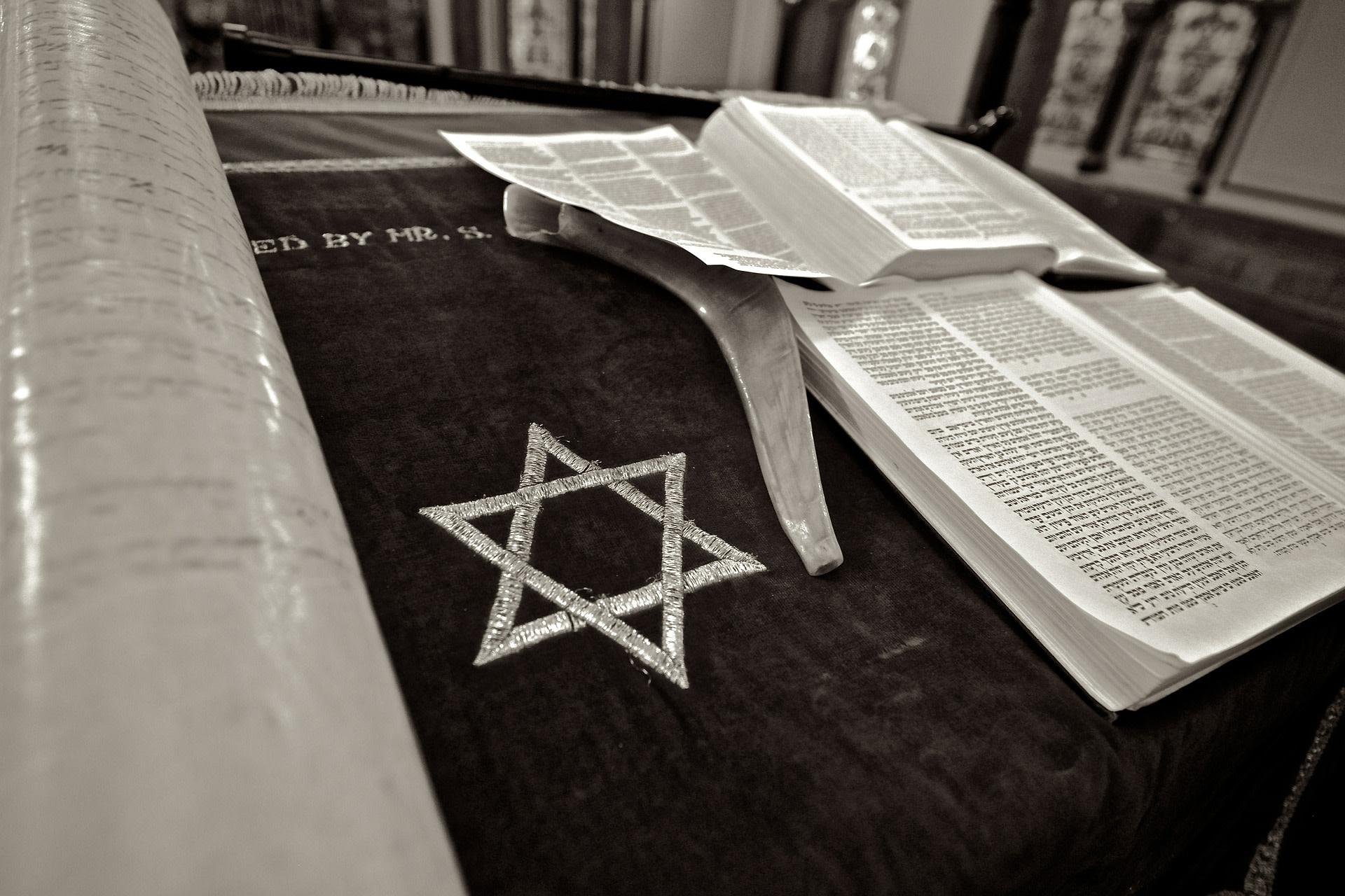 Learning Torah on the eve of Yom Kippur