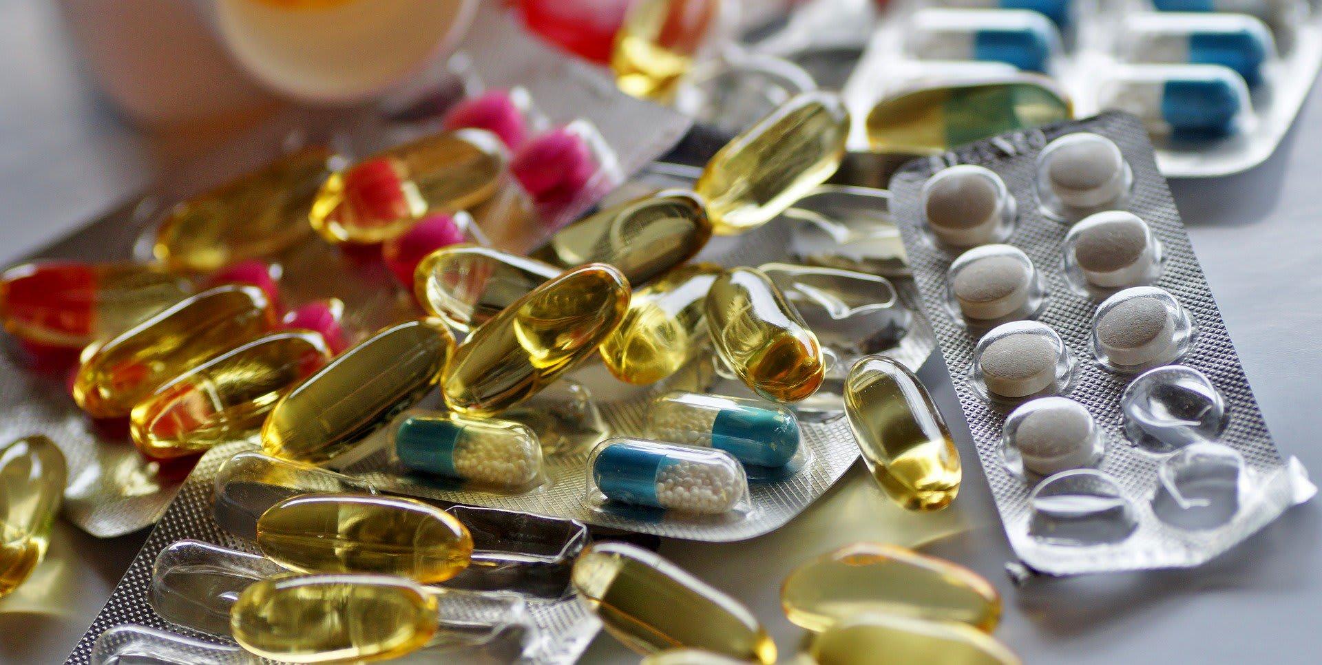 Remboursement médicaments - médicaments multicolores - Santé - 1920x966 - JPG
