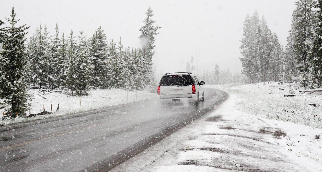 Règles conduite hiver - 4x4 neige forêt - Auto - 1260x675 - JPG