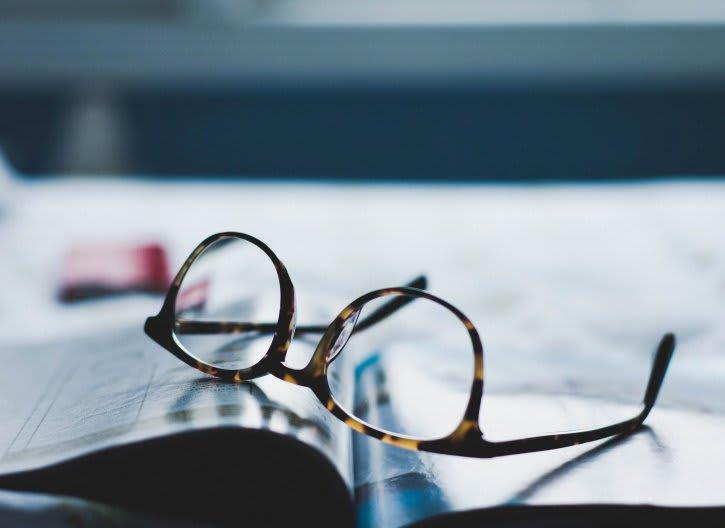 Validité ordonnance lunettes - Lunettes livre - Santé - 725x528 - JPG