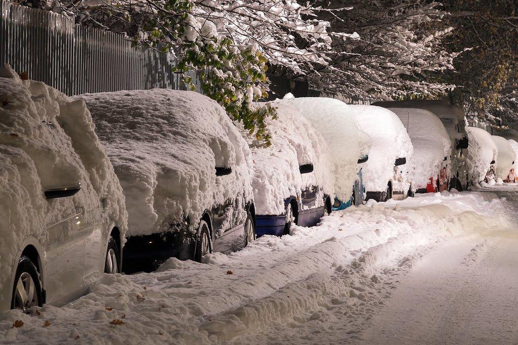 Règles conduite hiver - voitures sous neige ville - Auto - 1260x675 - JPG