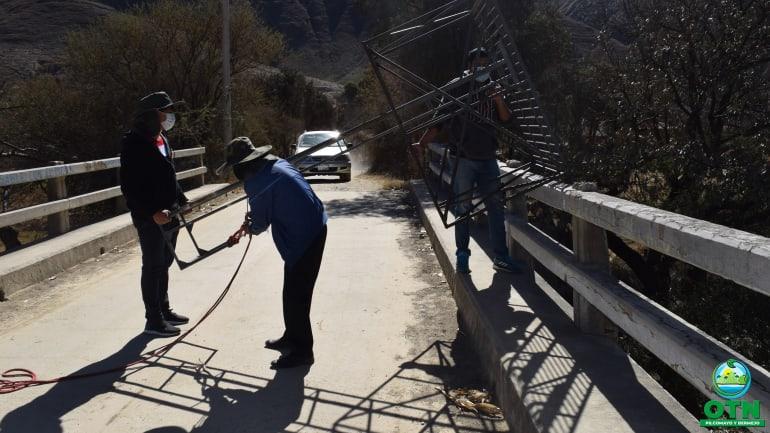 El equipo de la OTN-PB- Proyecto Implementación del Sistema del Monitoreo de Agua del Río Guadalquivir (SIMA), realizaron el mantenimiento a la estación de tomatas