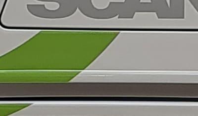 Pose de découpes sur 6 cars Scania