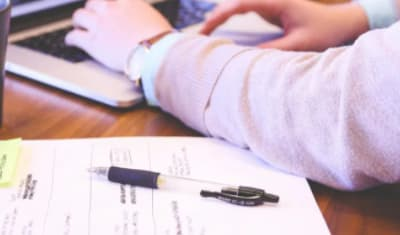 Engager un rédacteur : Un vrai plus pour votre business (Introduction)