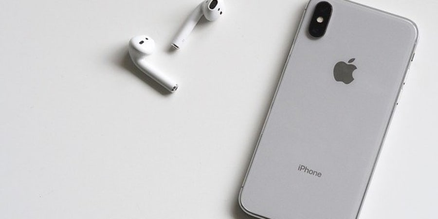iPhone XS & AirPods