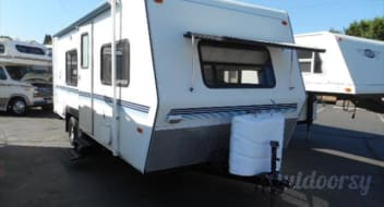 COUNTRY THUNDER AVAILABLE ~ Nash Camp Trailer 24 Foot ($50 to $42.20 per day)