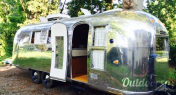 "1964 Airstream Overlander: ""Lucy"""