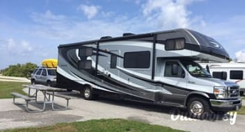 Forest River Sunseeker W/ Bunk beds, bluetooth, GPS and auto leveling jacks