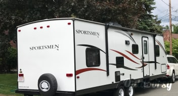 2015  30 ft Sportsman Showstopper