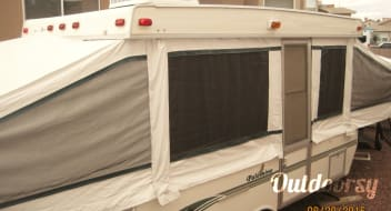 "22"" 2000 Palomino Pop Up Fold Out Camper with AIR CONDITIONING, TV, DVD Player and optional generator for a small fee!"