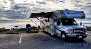 2017 Coachmen 32' - Sleeps 8