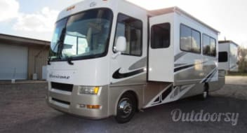 2007 Thor Motor Coach Hurricane Bunk house sleeps 8 easy 2 rooms very close to Jacksonville, No special license needed to drive this coach