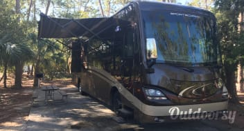 2014 Coachmen Sportscoach Cross Country - Triple Bunk Perfect for Family.