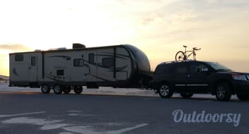 2015 Hemisphere 10-Person Bunkhouse Dual-Slide Trailer