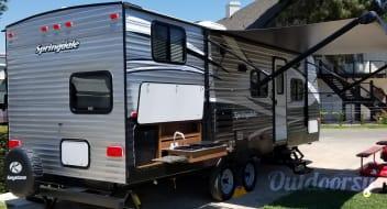 Hotel On Wheels 2017 Bunkhouse. Sleeps 6-7 / 1/2 Ton Towable