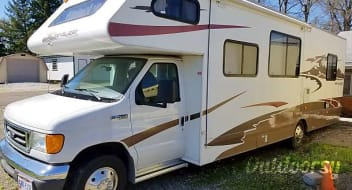 """""""Herbie"""" the 32 ft RV is for rent"""