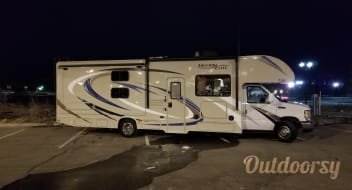 Fully Stocked 2018 Thor Motor Coach Freedom Elite