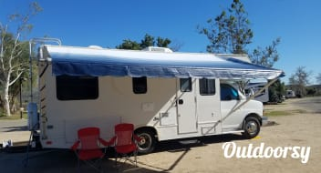 2004 Thor Motor Coach Chateau with rear corner bed
