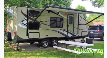 2015 Keystone Passport Ultralite Family / Tailgate Camper!