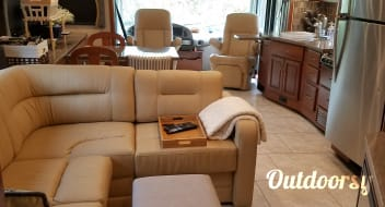 Immaculate & beautiful 38' 2016 Fleetwood Expedition for rent!