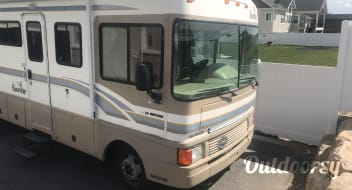 1999 Fleetwood Bounder with slideout