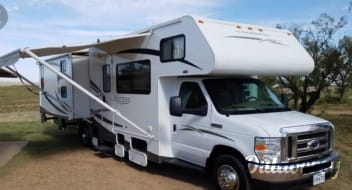 2009 Winnebago Access with Bunkhouse/ sleeps 10