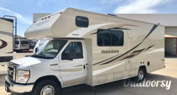 2018 Winnebago Minnie Winnie with Optional Bike Rack and Bikes!
