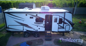 SPACIOUS TRAVEL TRAILER!!! FULLY EQUIPPED - Delivery Available