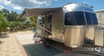 2010 Airstream Perfect for 2 - Delivery Available
