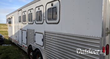 2000 Featherlite Trailer, LQ w/slide out, 5 Horse slant load
