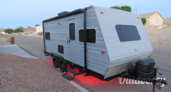 Custom Updated 19' Travel Trailer