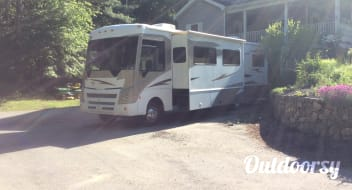 2009 Winnebago Other with 2 Slides