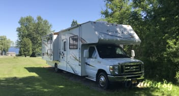 2011 Four Winds W/ Bunkbeds