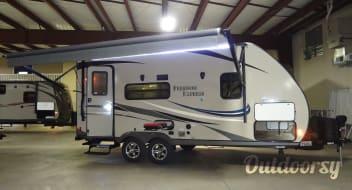 2015 Coachmen Freedom Express 1/2 TON OR SUV TOWABLE