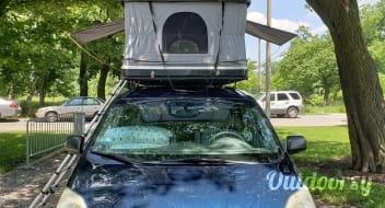 Toyota Camper Minivan - Seats 5, Sleeps 4