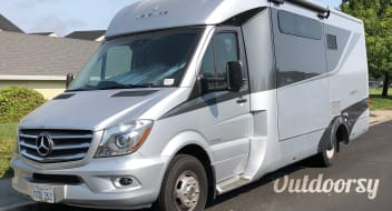 2017 Leisure Travel Van the Unity