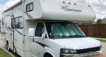 2013 Coachmen Freelander 31' Sleeps 6-8