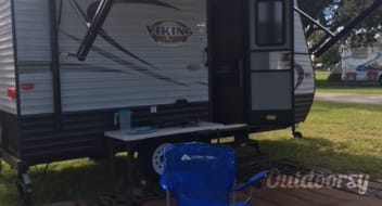 **FULLY STOCKED!**  Easier Than A Pop-Up! 2018 Viking Saga with Bunks