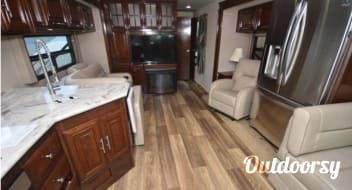 NEW!! 2018 Georgetown 38ft - Luxury Living RV!