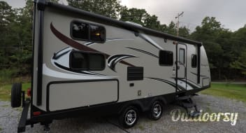 Cloud Haven Retreat • Ultra-Lite • 2016 Keystone Passport 2400BH • Grand Touring