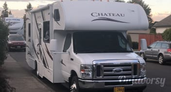 2013 Thor Chateau 29 FT Motor home Sleeps 7